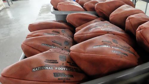 hc-patriots-deflated-footballs-20150120-001
